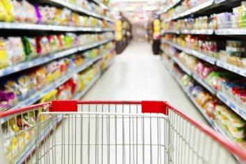 """Supermercados resisten la aplicación de la Ley de Góndolas: """"Es difícil de sostener"""""""