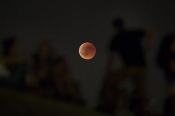 Cuándo y a qué hora ver el primer eclipse lunar de 2019