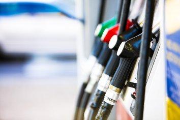 Al final el Gobierno congela por tres meses el precio de los combustibles con un decreto de necesidad y urgencia