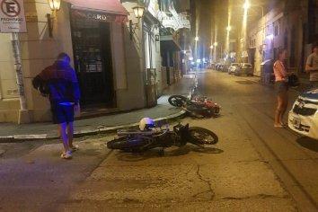 Colisión de dos motocicletas en pleno centro