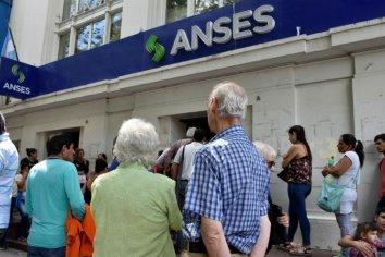 Este Martes los bancos pagarán a jubilados y pensionados con DNI terminado en 6 y 7