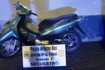 Policía recupero una motocicleta robada