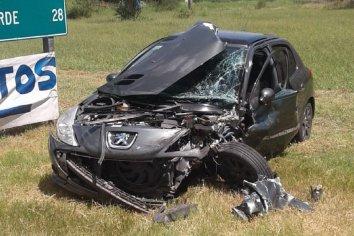 La Picada: Cuatro lesionados en choque entre un camión y un auto.