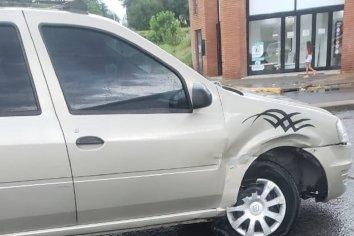 Dos vehículos colisionaron en Av Almafuerte