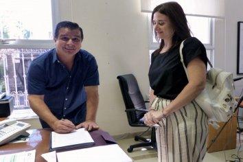 La provincia rubricó el contrato para construir viviendas en Santa Luisa