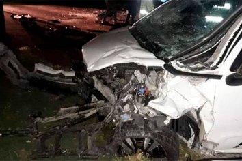 Choque frontal entre dos vehículos saldo 1 mujer fallecida y 4 heridos