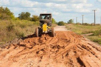 Vialidad continúa con el mantenimiento de caminos en zonas productivas