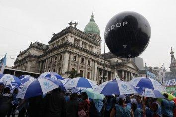 Docentes privados cobrarán el bono de cinco mil pesos
