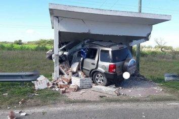 Fatal accidente en la Ruta 12: Un hombre murió luego de incrustarse con su camioneta en una garita