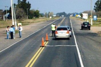 Un conductor arrastró 80 metros a un policía para evadir un control vehicular