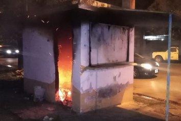 Un hombre incendió una casilla y fue detenido