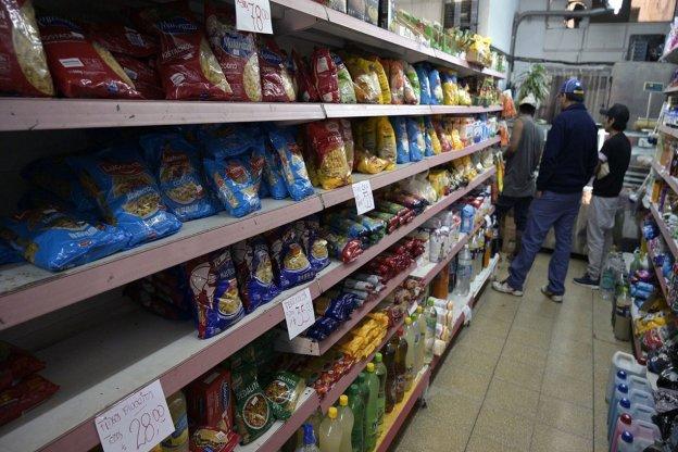 Las ventas en los supermercados subieron 4,2% en julio y los mayoristas crecieron 7,9%