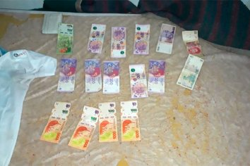 Realizó compras con dinero falso y lo allanaron