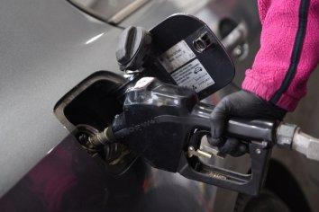 Bajó casi 50% la venta de combustibles