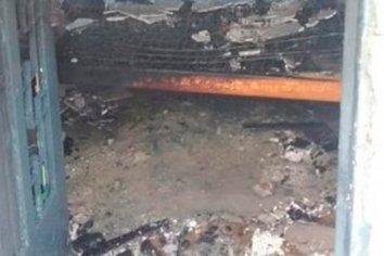 Paraná: quiso matar a su ex, la roció con alcohol y le prendió fuego la casa