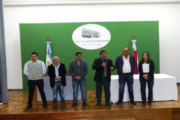 Más de 500 familias de familias de Paraná recibieron las escrituras de sus viviendas sociales