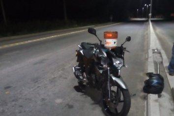 Motociclista perdió el control al morder los reductores de velocidad