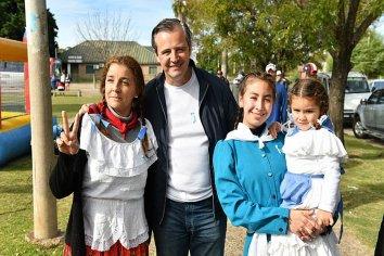 Bahl celebró el día de la Patria con vecinos de Paraná