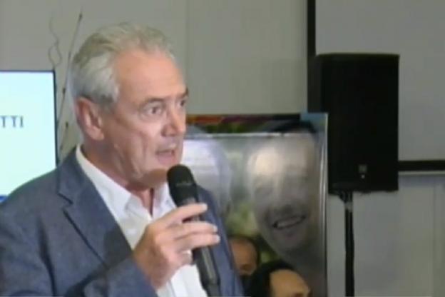 Benedetti reconoció la derrota en conferencia de prensa