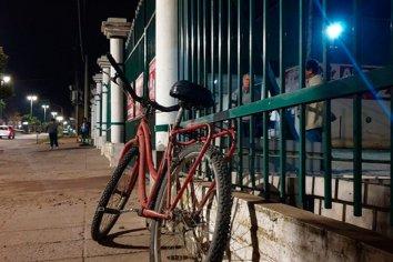 Lo atacaron a machetazos para robarle la bicicleta