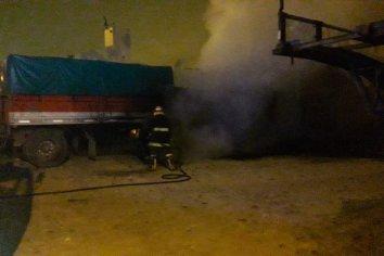 Se incendio el acoplado de un camión que estaba estacionado
