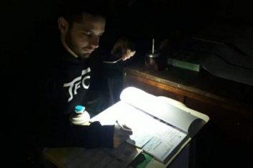 Alumbrados por teléfonos celulares, comenzó la  votación en Santa Fe