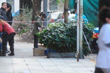 Hallaron el cuerpo de una mujer envuelto en una frazada en la vía publica