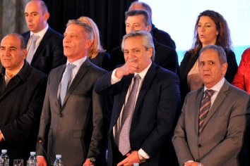 Junto a Gioja, Manzur y Arcioni, Alberto Fernández disertó en La Bancaria