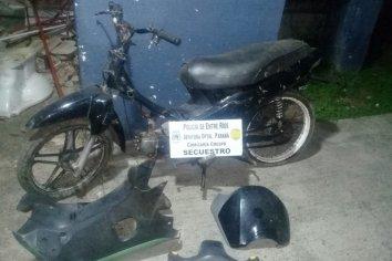 Policía encontró una motocicleta en estado de abandono