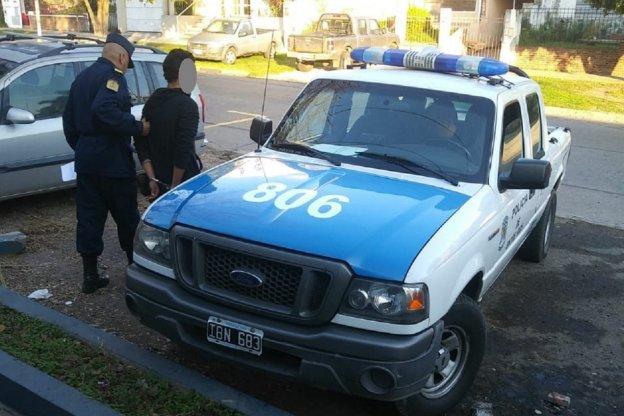 Tres jóvenes demorados por intentar robar un automóvil