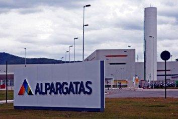 """Alpargatas Argentina dejará de """"trabajar en el segmento textil"""" desde octubre"""