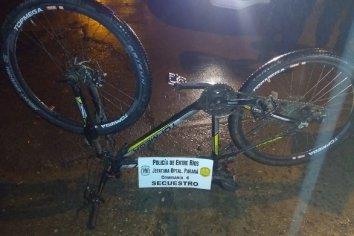 Dos jóvenes circulaban con una bicicleta robada