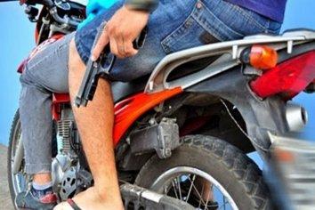 """Detuvieron a dos jóvenes """"motochorros"""" por los asaltos violentos a drugstores"""