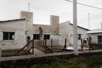 Se construyen a buen ritmo las nuevas viviendas en Conscripto Bernardi con fondos provinciales