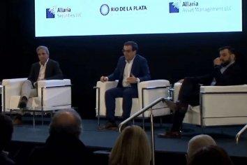 Luis Caputo y un economista cercano a Alberto Fernández coincidieron en que la crisis cambiaria se soluciona con política