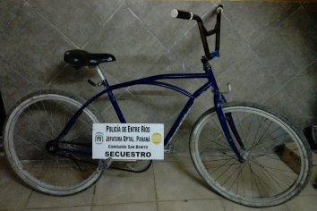 Vieron a la policía y abandonaron una bicicleta