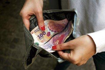 El salario mínimo medido en dólares cayó más del 60% durante el macrismo