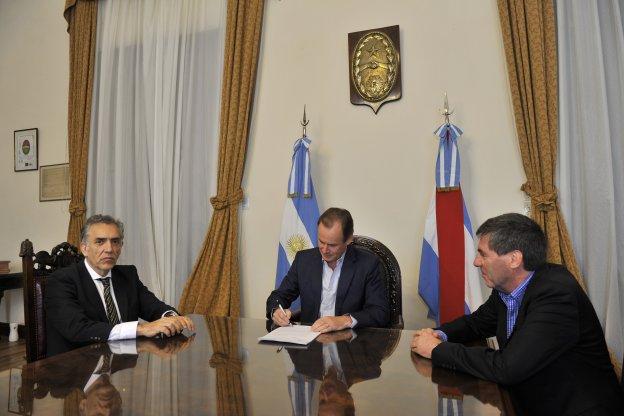 Bordet firmó la demanda: Entre Ríos peticionará ante la Corte Suprema la inconstitucionalidad de los DNU de Macri