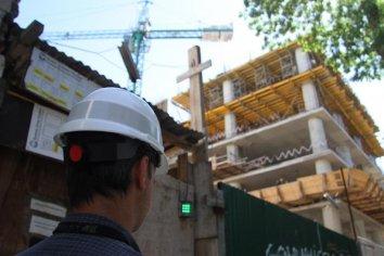 La construcción se hundió un 75.6% en Abril