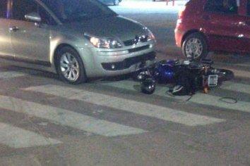 """Conductor """"encerró"""" a una motocicleta causando un accidente y huyó"""