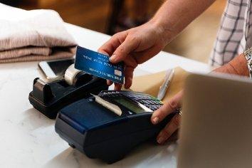 Defensa del Consumidor detectó irregularidades en cobros con tarjetas de débito y crédito en Entre Ríos
