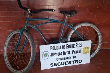 Una joven circulaba en una bicicleta robada