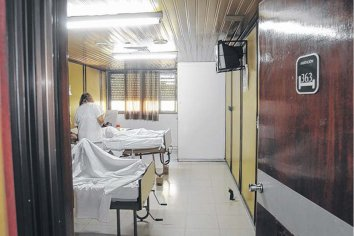 Las clínicas y el Ministerio de Salud trabajarán en conjunto para paliar la falta de camas