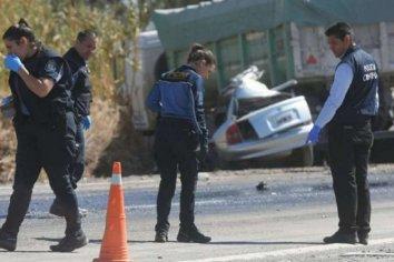 Cinco jóvenes murieron tras un choque entre un auto y un camión