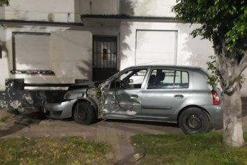 Conductora perdió el control e impactó contra una vivienda