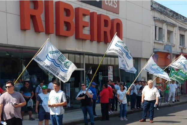 Trabajadores de Ribeiro reclamaron el pago de sueldos