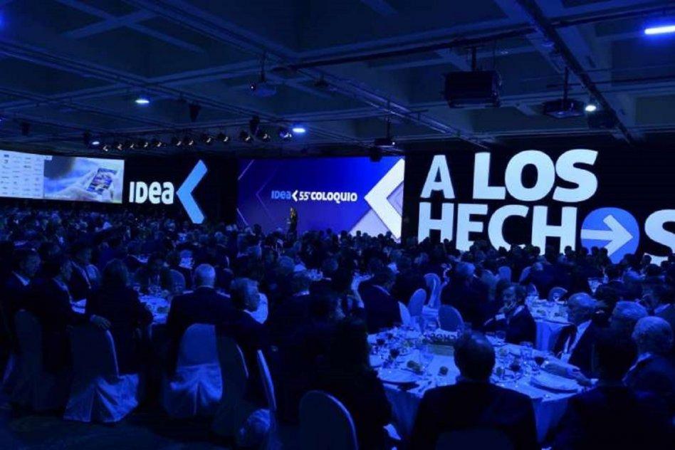 Empresarios reunión en el 55° Coloquio de IDEA