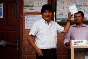 Bolivia: reanudaron el recuento de votos y Evo Morales gana en primera vuelta