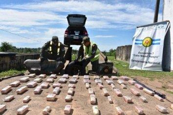 Secuestraron 150 paquetes de droga que transportaban ocultos en un automóvil