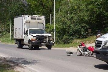Accidente fatal: motociclista perdió la vida al chocar contra un camión